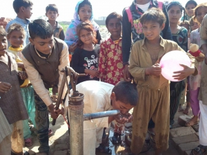 Words of life Ministries Donatie Waterpomp aan pastor Imran Fazal Pakistan